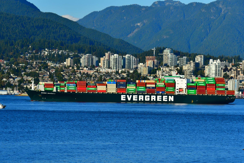 Transport morski – czym się charakteryzuje